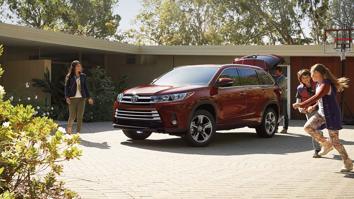 2017 Toyota Highlander Limited Ooh La La Rouge Mica with available Platinum Package