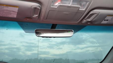 2017 Toyota Camry AutoDim Mirror w/ Homelink