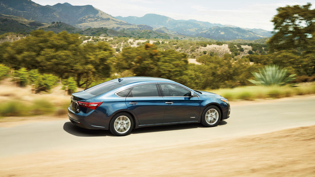 2017 toyota avalon on road